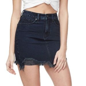 SALE Good American Frayed Mini Denim Skirt